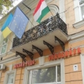 Magyar zászlót szaggattak az ukrán fasiszták Beregszászon