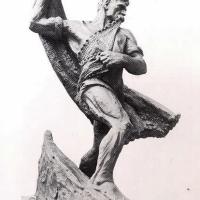 A Hal téren halas szobrok, halászhállós játékok