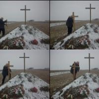A járeki haláltábor helyén kitépték a földből a magyar áldozatoknak állított keresztet