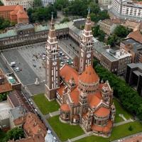 Térplaszikák jelenítik meg ősztől Szeged nevezetességeit