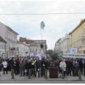 Munkakörülményeik javítása érdekében tüntettek az EDF Démász dolgozói Szegeden