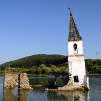 Összedőlt a vízzel elárasztott bözödújfalusi templom