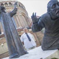 Zsidó holokauszt-emlékművet avattak a Dóm gyepén