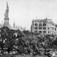 Jégbontó (február) hava 13.-án – 1945. – A Drezdai Holokauszt – 200 ezer halott…