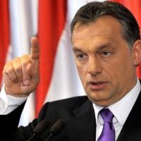 Orbán Viktor tisztán tartja a gondolkodásunkat – Menekültek és élősdiek dolgában…