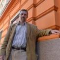 Méltatlan ingatlanüzérkedés a Juhász Gyula utcában